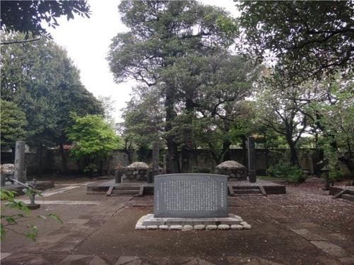 41谷中霊園慶喜公お墓.JPG